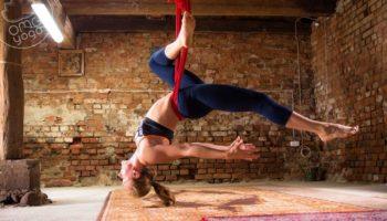 Йога в гамаках: полёт над ковриком!